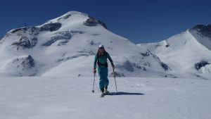 Ski touring up to the Pointe De Pramecou